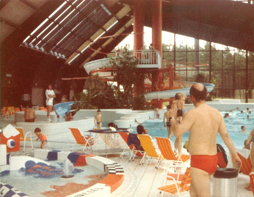 1981 - Het eerste suptropische zwemparadijs van België op Erperheide is geopend
