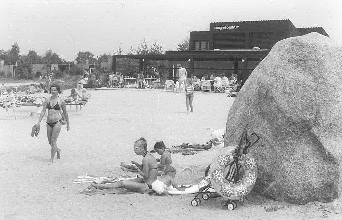 1976 - Strand en congrescentrum De Huttenheugte