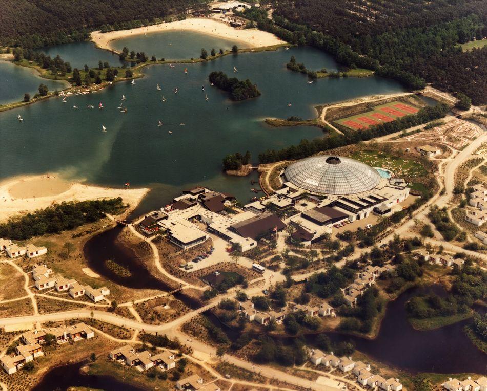 1983 - Luchtfoto van het parkcentrum van de net geopende De Kempervennen